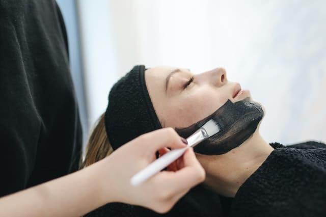 Woman Having Facial Care 3738348 - Auster Inteligência Contábil